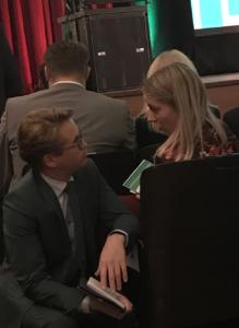 Relus Breeuwsma en Lotte Visser overleggen